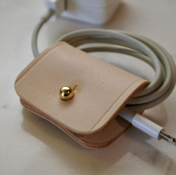 Range câble cuir en situation